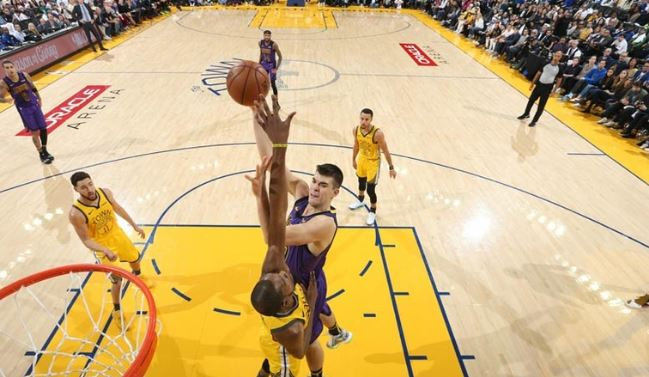 LeBron James hurt but Lakers still rout Warriors