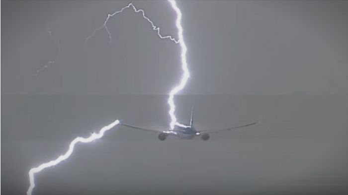 Lightning strikes Eurowings flight EW652 from Cologne to Thessaloniki
