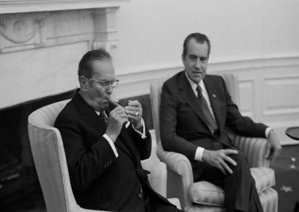 We do not smoke here in the White House - Lucky you! - Republika English