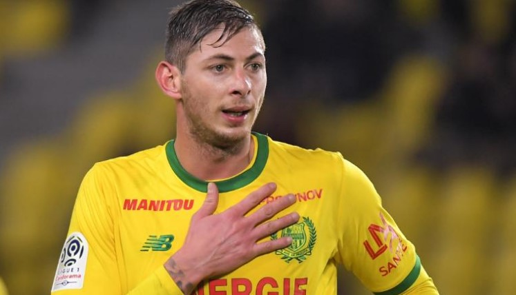 Emiliano Sala: Police focusing search for missing footballer on life raft scenario