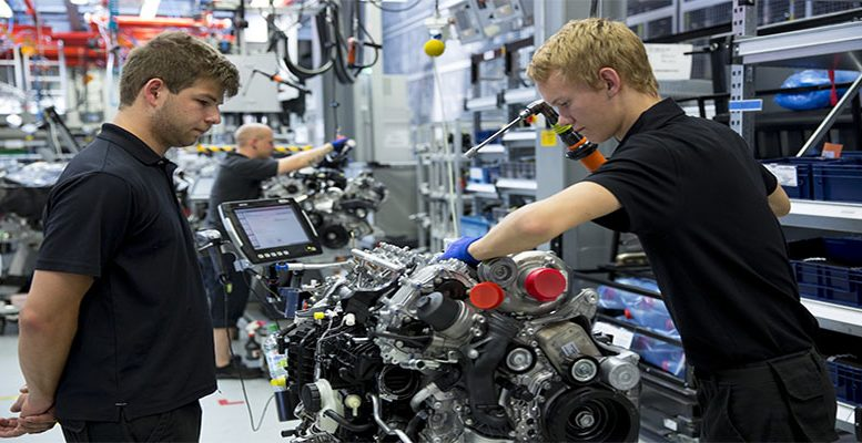 Slump in German manufacturing orders set to fan recession fears