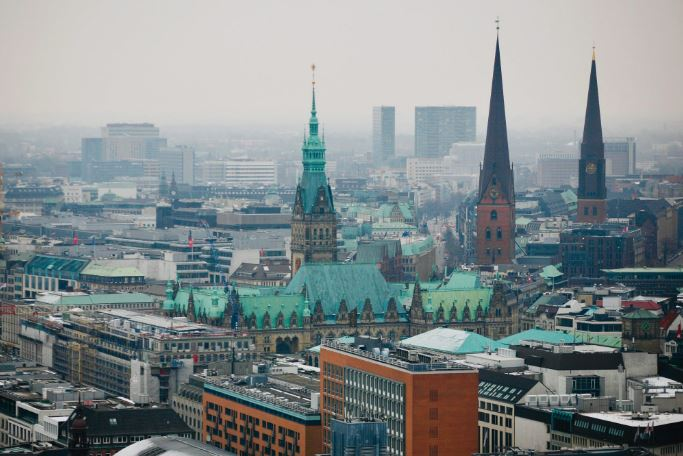 Strange smell hovers over Hamburg for second time in a week