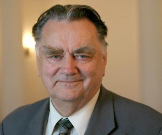 Poland's former prime minister Olszewski dies at 88