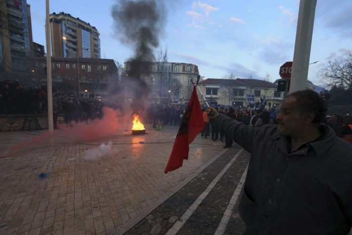 Protests in Tirana escalate, protesters try to enter parliament building