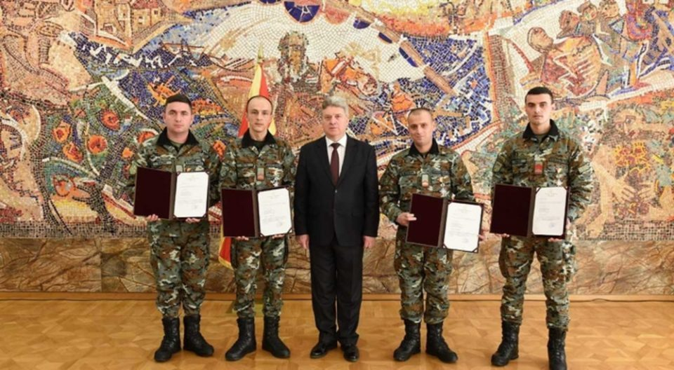 Ivanov awards bravery medals to four soldiers for the bus accident near Laskarci