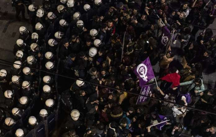 Istanbul police block Women's Day march, disperse crowd with tear gas