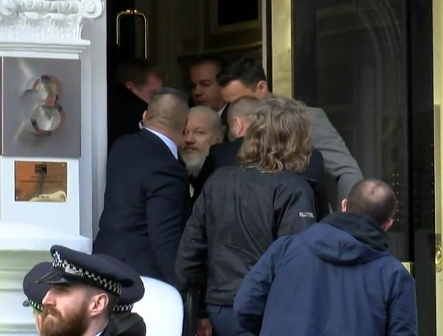 Details of Assange's arrest