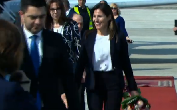 Tsipras's partner received a bouquet of flowers