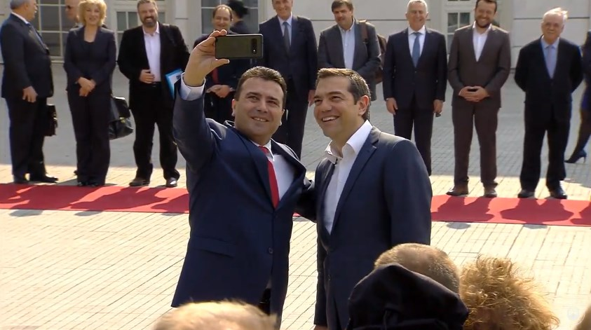 Tsipras welcomed outside government's building with state and military honors