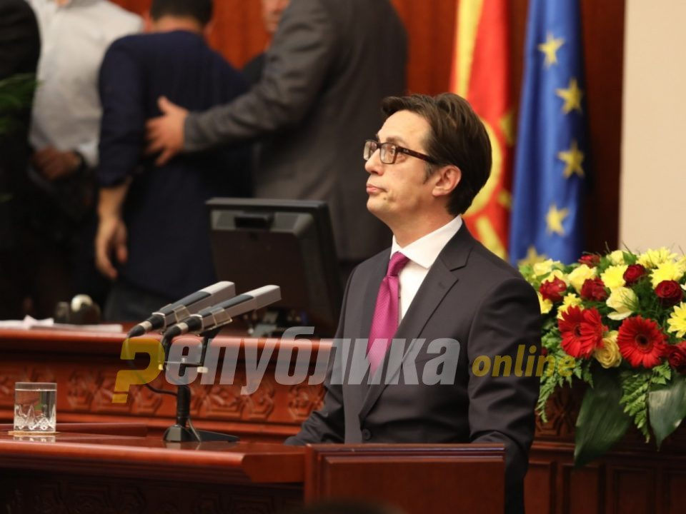 Pendarovski threatens the EU with a migrant crisis if it doesn't approve opening of accession talks with Macedonia