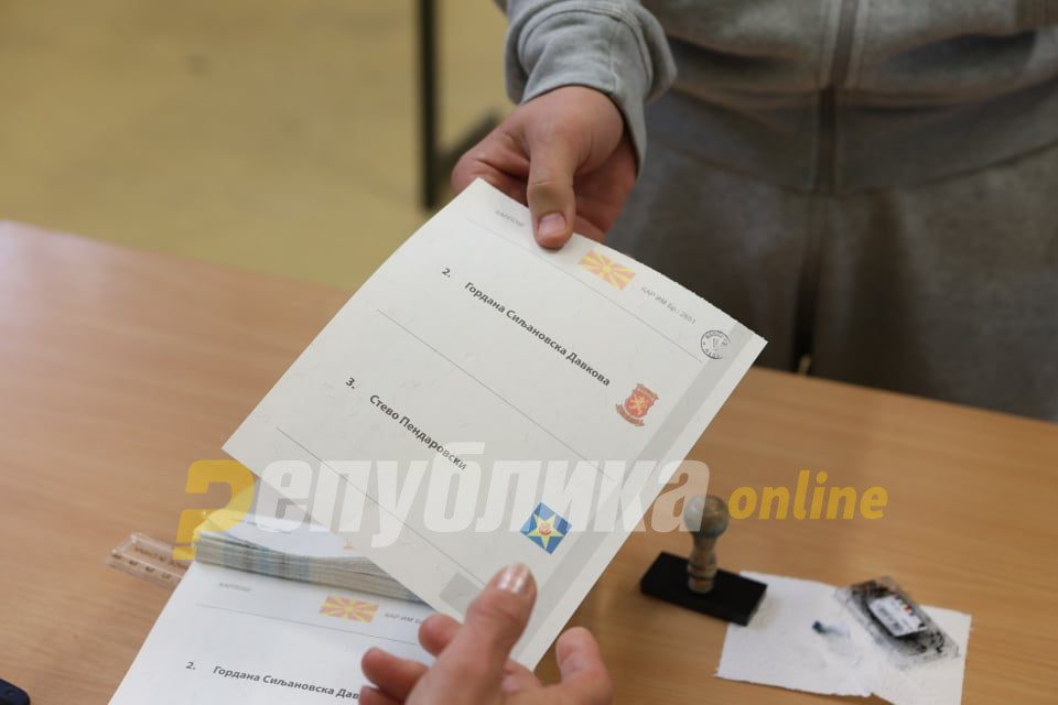 Voter turnout 17 % Debar, 12 % in Centar Zupa until 15 h