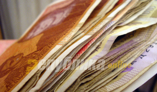 Banknotes with country's new name in 2020
