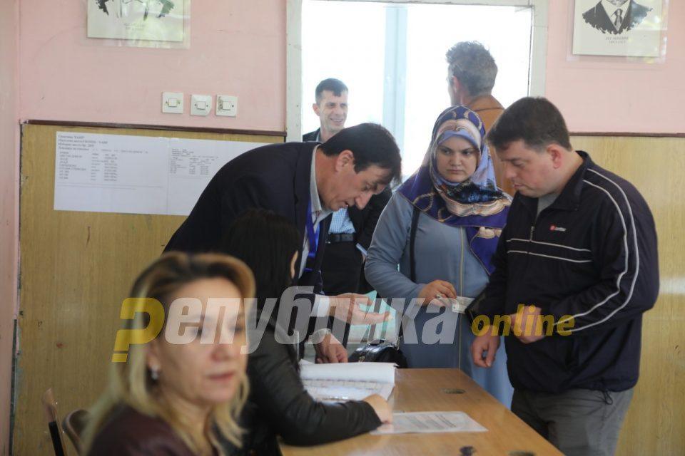 Albanian parties dispute turnout numbers, demand credit for Pendarovski's win