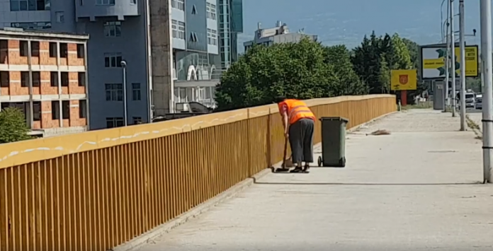 Street sweeper fired after he was filmed throwing trash in the Vardar river