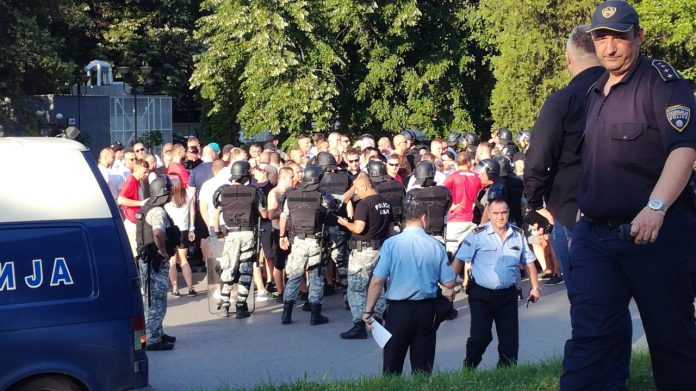 Police arrests 200 Polish football fans after a massive pre-game fight