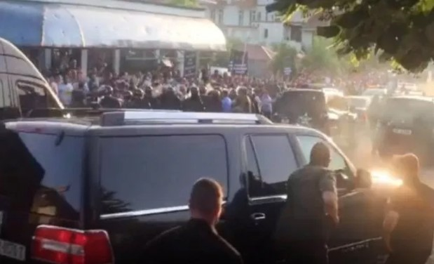 Albanian Prime Minister's convoy attacked by protesters (VIDEO)