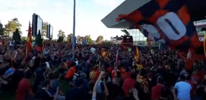 Video of atmosphere at Skopje airport, people shout Vardar champion!