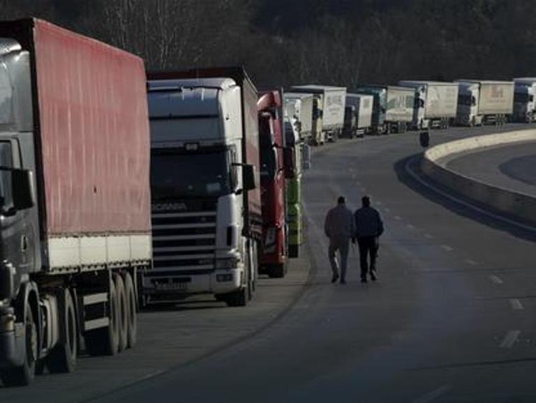 Kosovo and Macedonia on the brink of trade war: Authorities to meet today
