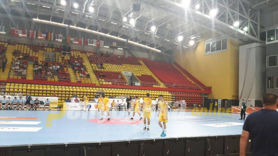 Macedonia loses to Argentina in the opening game of the U19 handball tournament