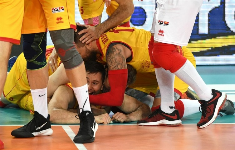 Macedonia beats Belarus at the European volleyball championship