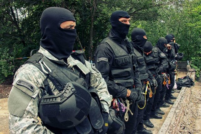 Albanian media outlets report that drug gangs operating from villages around Skopje are protected by the Government