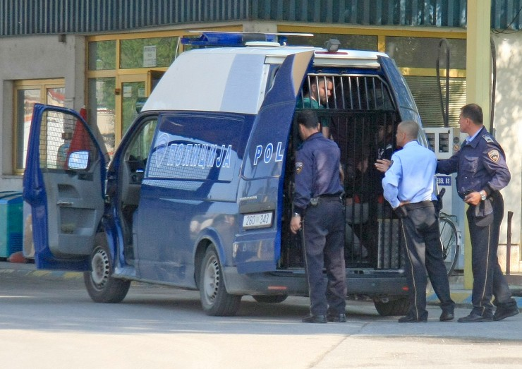 Violent migrant smuggler escapes from prison van as guards were busy getting sandwiches