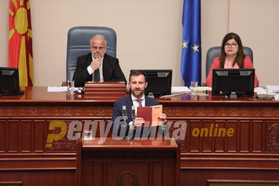 VMRO members of Parliament blast corruption in the public healthcare sector as they prepare to remove corrupt Deputy Minister Musa