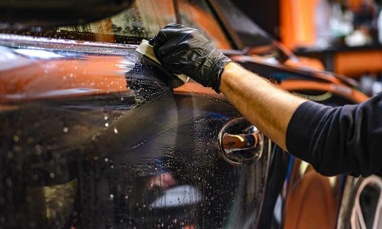 V4: German automaker plans massive layoffs