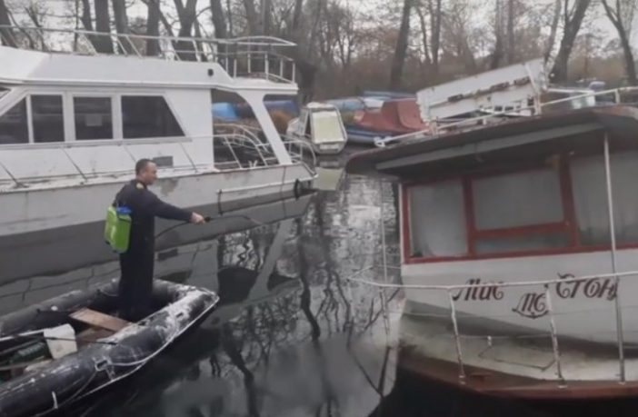 Boat sinks in lake Ohrid, causing an oil slick