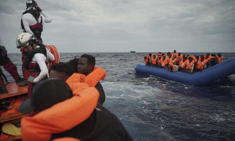 V4 summary: Migrant groups on the move in the UK, Greece, Spain