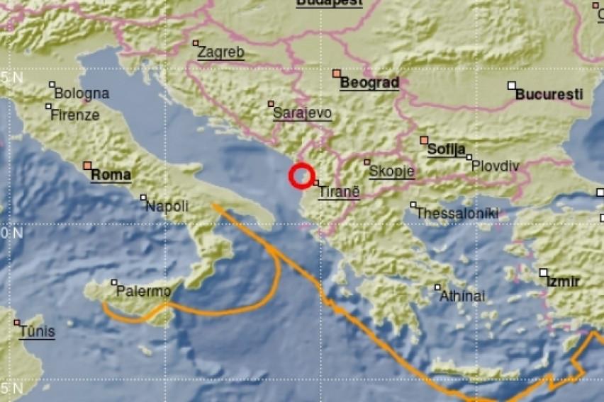 4.9 Magnitude quake shakes Albania, people in the streets