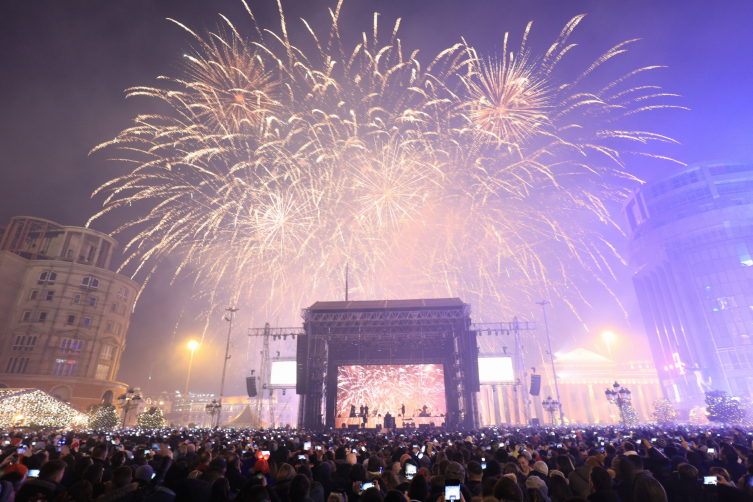 Dino Merlin draws more than 60.000 people for his New Year's Eve concert in Skopje
