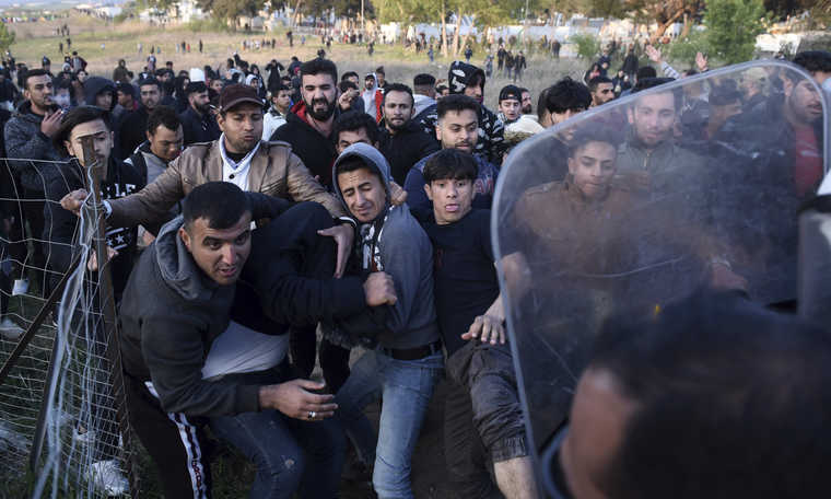 V4: Record numbers of migrants arrive from Turkey