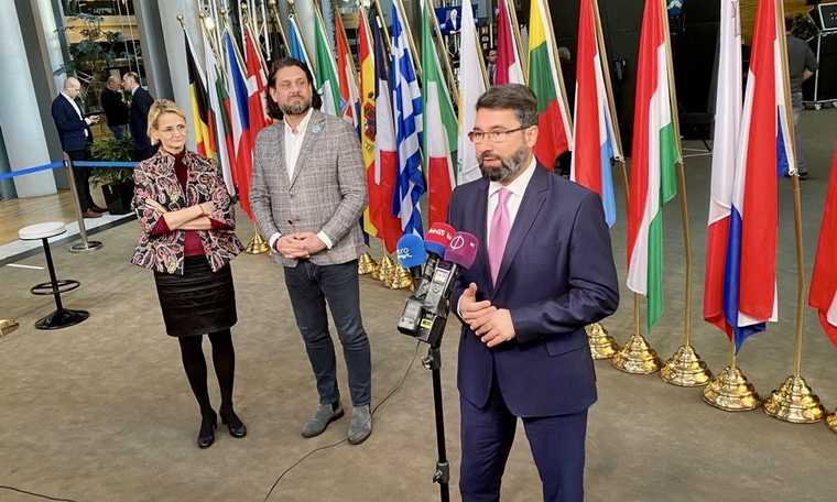 V4: Hungarian officials say Brussels adopts Communist style methods against countries that oppose open borders