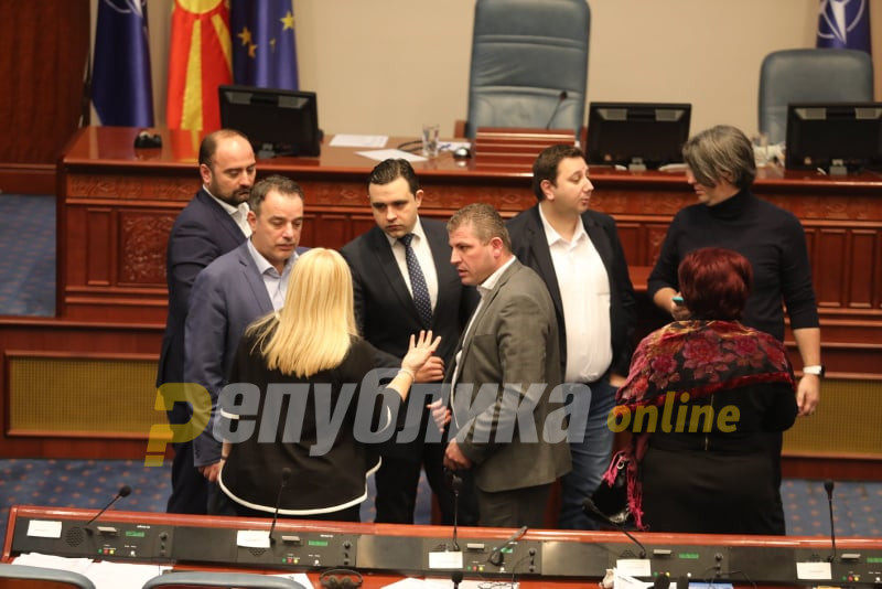 Voting on the law on state prosecutors postponed for Sunday