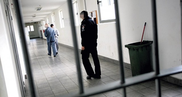 Albanian prisoners set their cells in the Kumanovo prison on fire