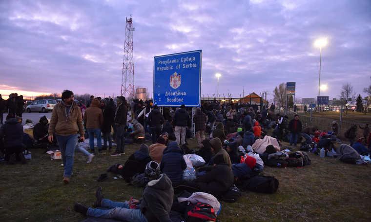 V4: Migrant caravan heading through Serbia to Hungary