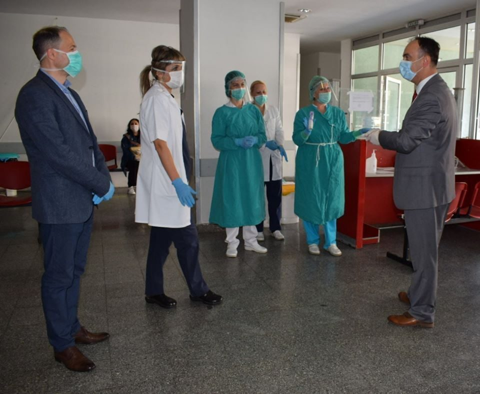Minister Culev distributes Hungarian and Slovenian aid to the Skopje clinic