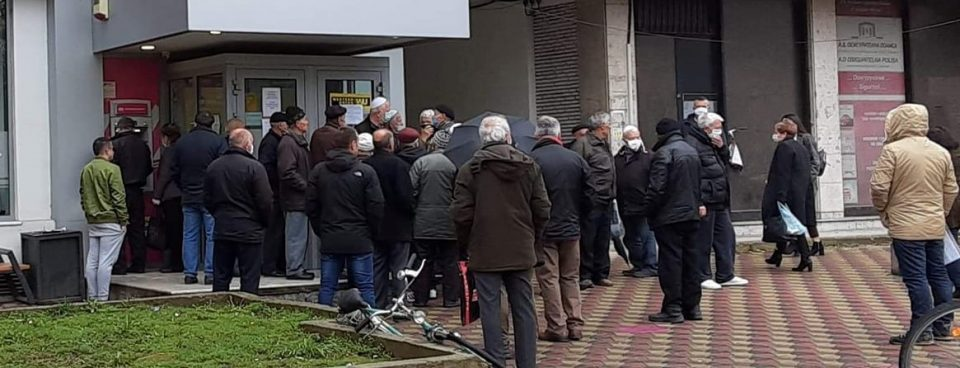 Citizens urged to go to the banks only when necessary