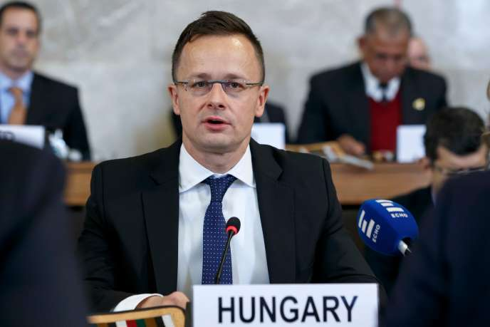 Hungarian Foreign Minister Szijjarto delivers medical aid to Macedonia