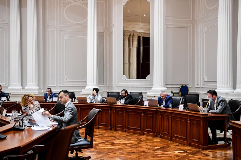 Decree: over 2.000 top officials will be placed on the minimum wage for two months