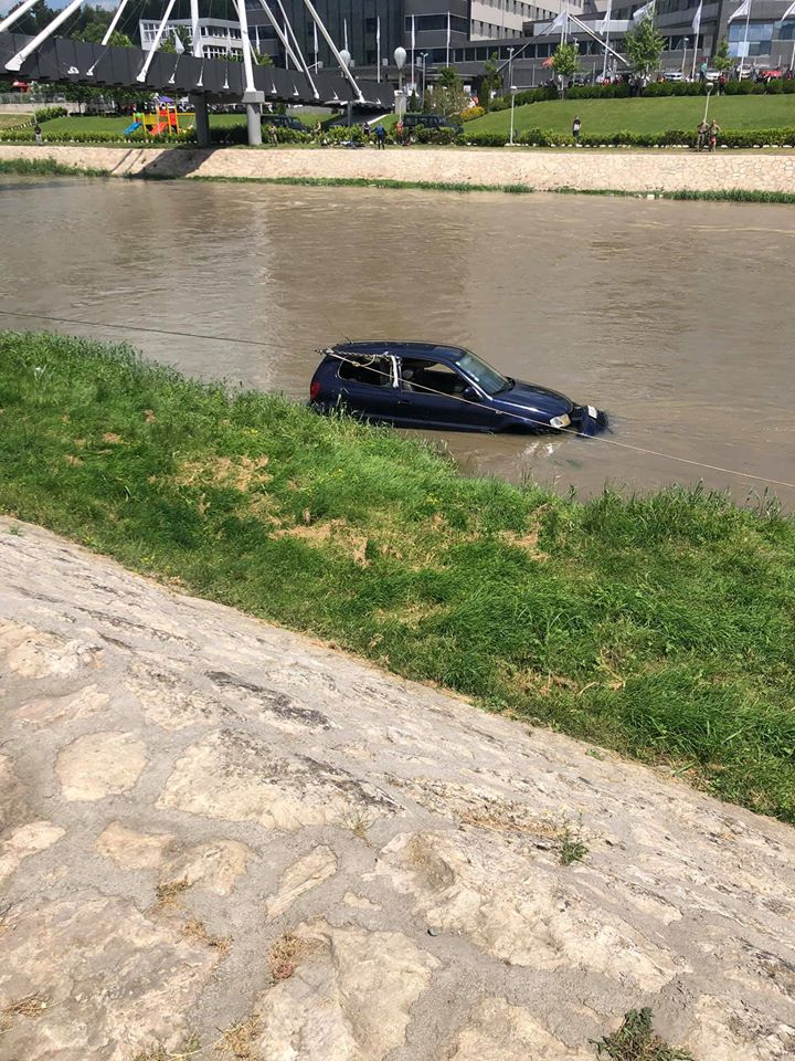 Car fished out of the Vardar river