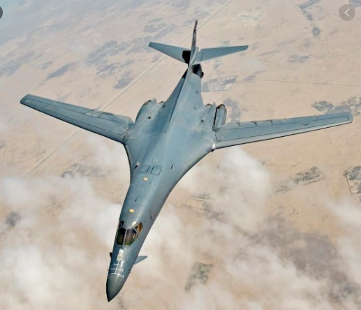 US B1 bombers buzz Skopje in show of support
