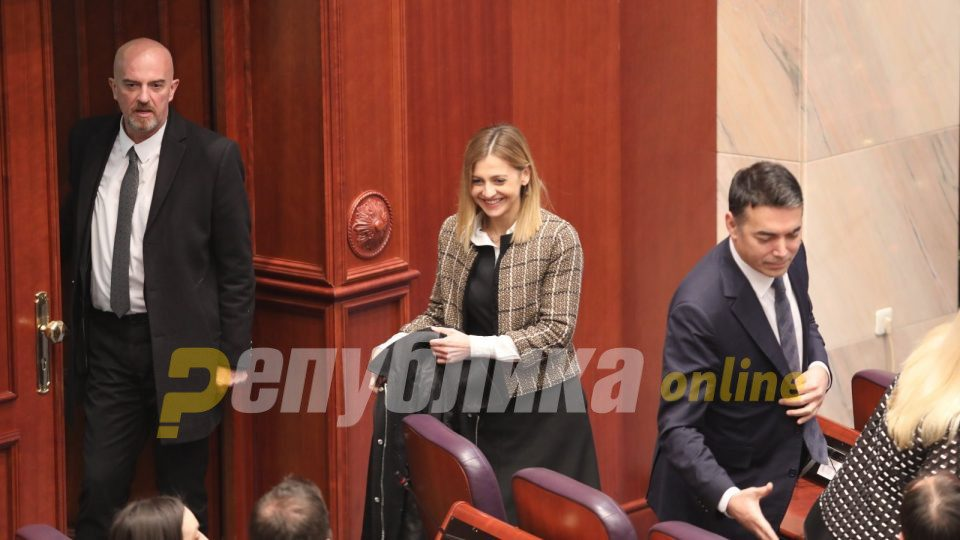 Finance Minister Angelovska wants to cut public sector salaries to bolster the private sector