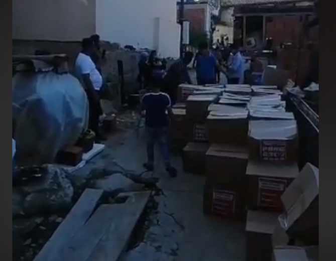 SDSM activists filmed distributing pre-election bribes in the Roma neighborhood in Strumica