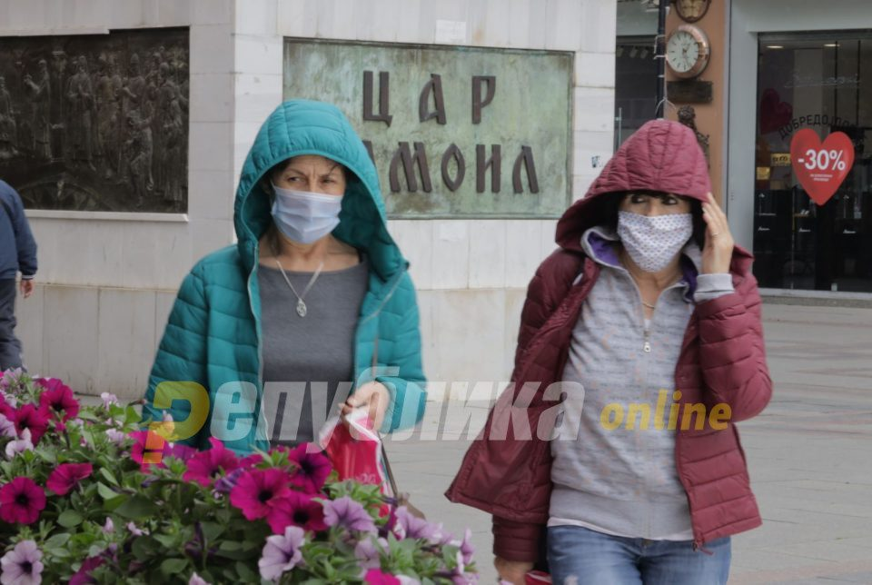 562 people caught without mandatory face masks