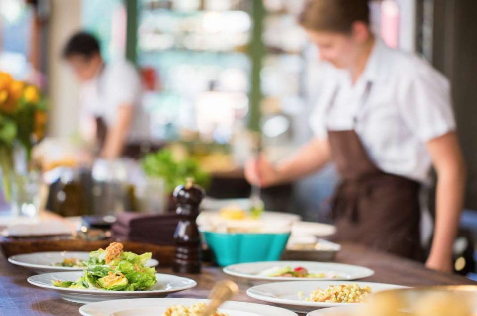 Government decides to extend the working hours of restaurants and cafes
