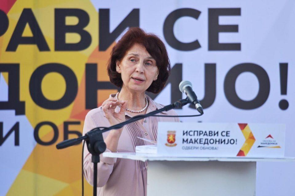 Siljanovska promises a 50 percent pay hike for doctors and nurses