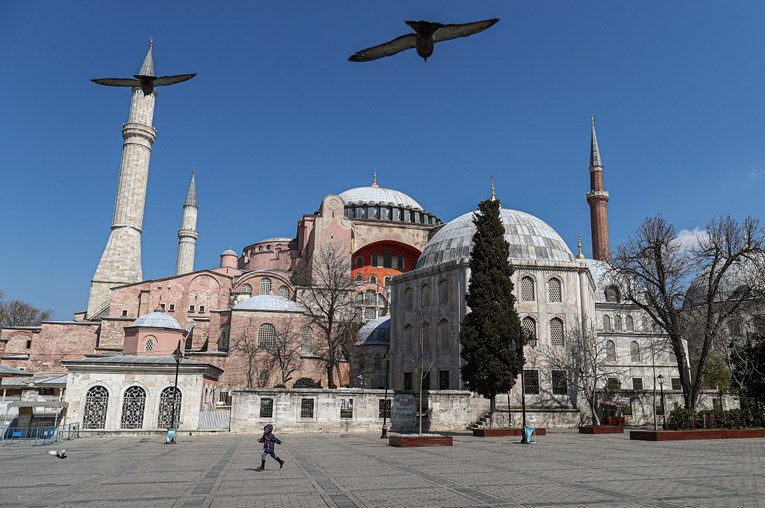 Turkey allows visitors to Hagia Sophia outside prayers, icons remain