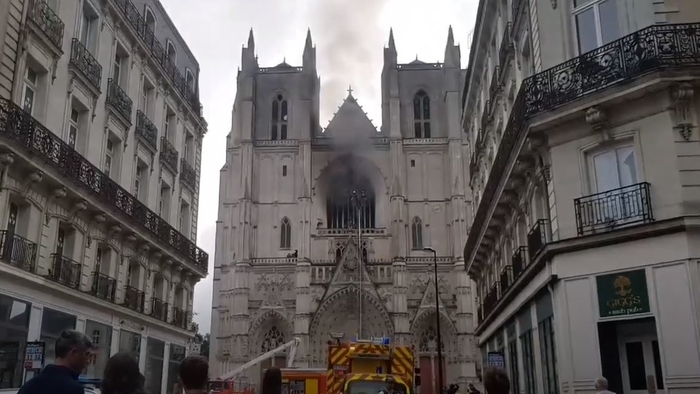 Fire in the Nantes cathedral